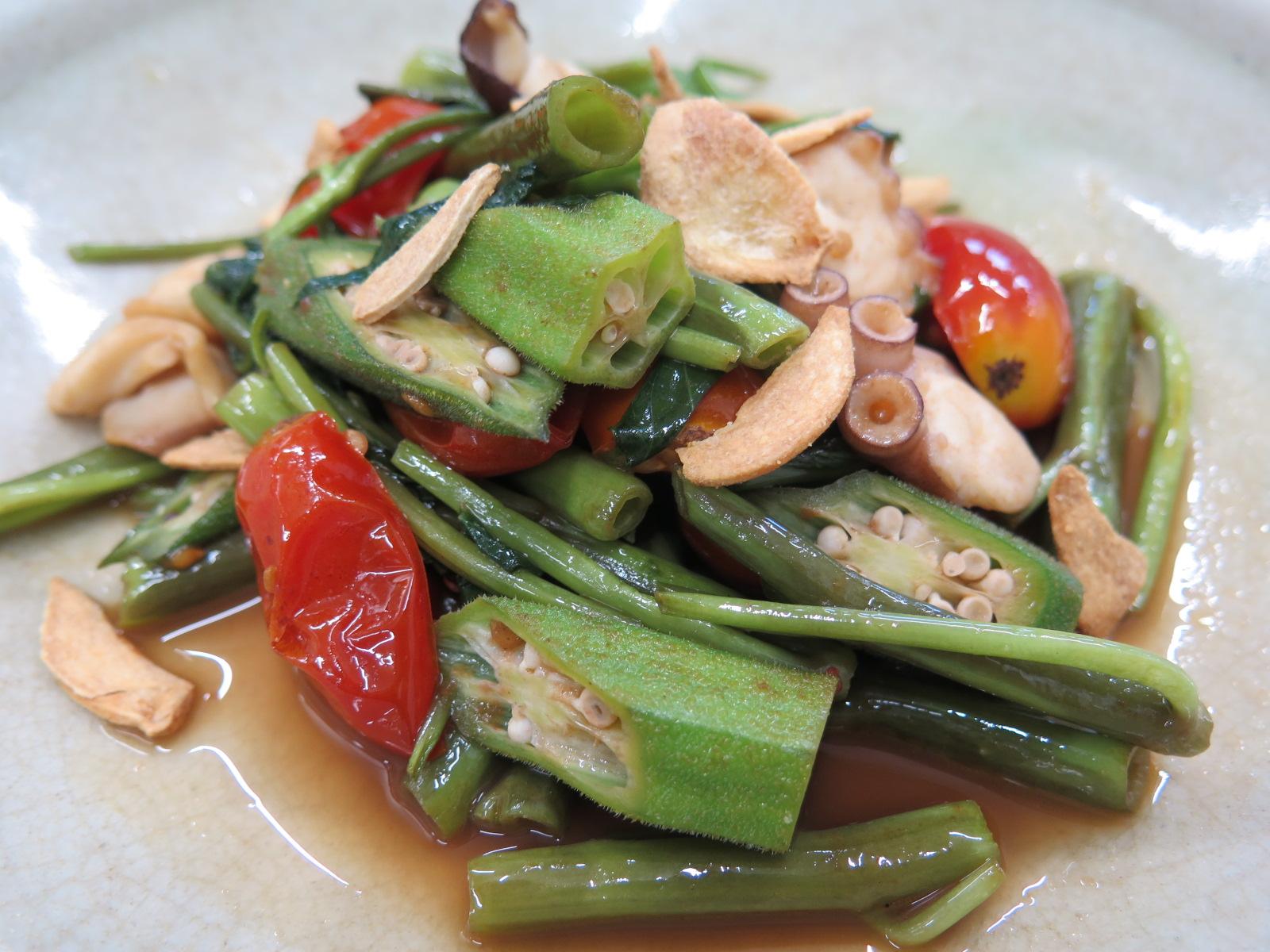 空芯菜とオクラとトマトと蛸のガーリック炒め