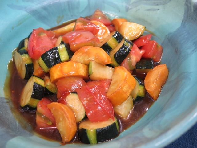 トマトと夏野菜の黒酢炒め